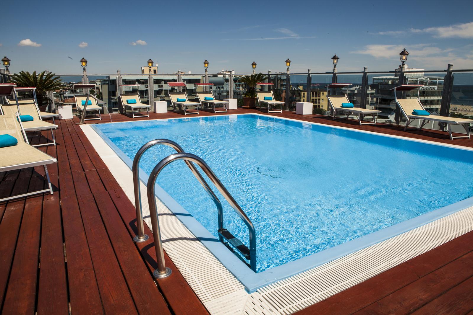 Hotel president l 39 hotel 4 stelle sul lungomare di marina - Residence rimini con piscina ...